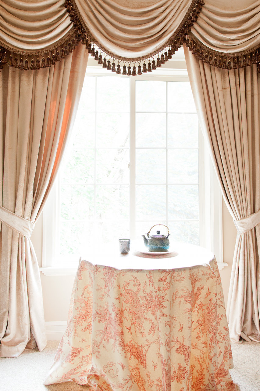 Curtain Valances And Swags · Picture Of Pearl Dahlia   Classic Overlapping  Style